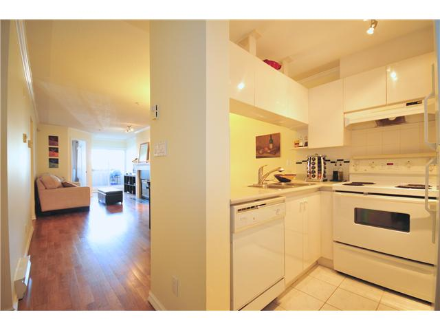 "Photo 4: 211 3638 W BROADWAY Street in Vancouver: Kitsilano Condo  in ""CORAL COURT"" (Vancouver West)  : MLS(r) # V871105"