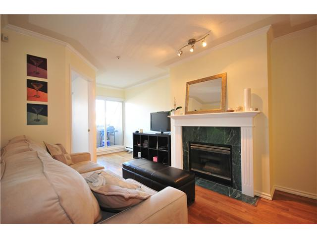 "Photo 3: 211 3638 W BROADWAY Street in Vancouver: Kitsilano Condo  in ""CORAL COURT"" (Vancouver West)  : MLS(r) # V871105"