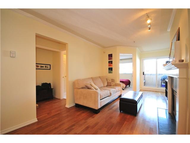 "Photo 2: 211 3638 W BROADWAY Street in Vancouver: Kitsilano Condo  in ""CORAL COURT"" (Vancouver West)  : MLS(r) # V871105"