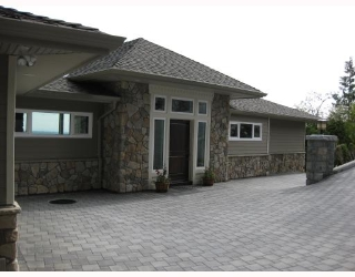 Main Photo: 1371 BURNSIDE RD in : Chartwell House for sale : MLS® # V747587