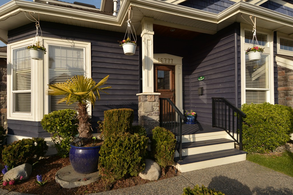 Photo 2: 16777 57A Avenue in Surrey: Cloverdale BC House for sale (Cloverdale)  : MLS® # F1434225