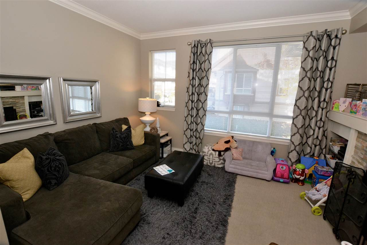 "Photo 6: 73 7155 189 Street in Surrey: Clayton Townhouse for sale in ""Bacarra"" (Cloverdale)  : MLS(r) # R2112516"