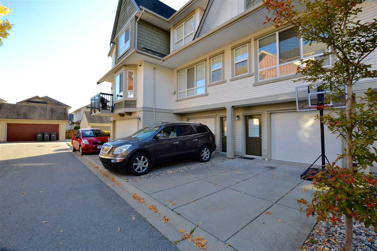 "Photo 2: 73 7155 189 Street in Surrey: Clayton Townhouse for sale in ""Bacarra"" (Cloverdale)  : MLS(r) # R2112516"