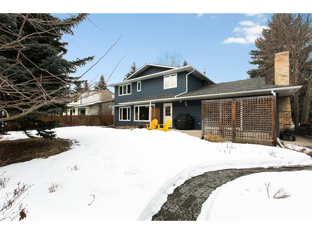 Photo 3: 619 WILDERNESS Drive SE in Calgary: Willow Park House for sale : MLS(r) # C4101330