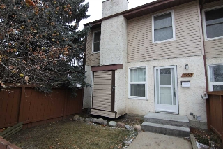 Main Photo: 17153 109 Street in Edmonton: Zone 27 Townhouse for sale : MLS(r) # E4056170