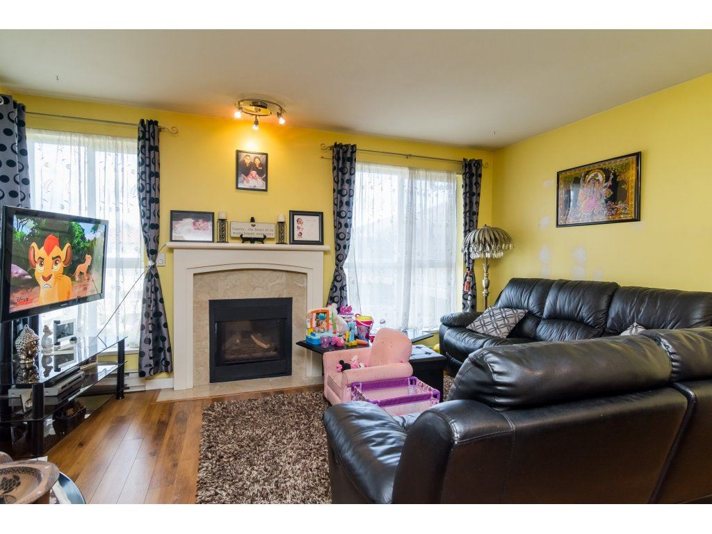 "Photo 4: 412 13727 74 Avenue in Surrey: East Newton Condo for sale in ""King's Court"" : MLS® # R2157470"