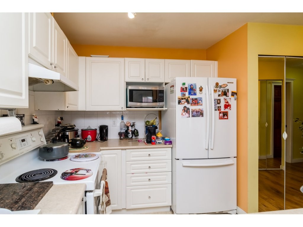 "Photo 11: 412 13727 74 Avenue in Surrey: East Newton Condo for sale in ""King's Court"" : MLS® # R2157470"