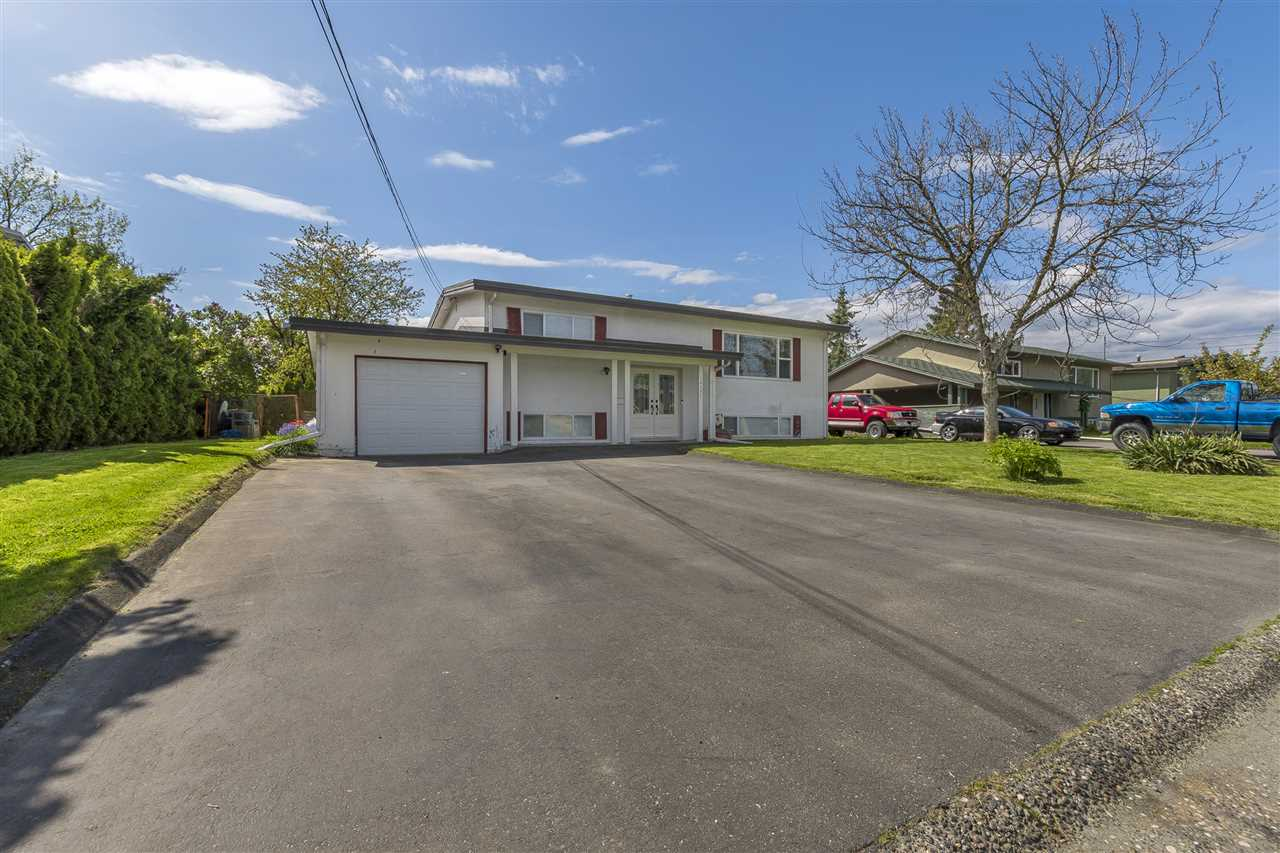 Main Photo: 10305 WEDGEWOOD Drive in Chilliwack: Fairfield Island House for sale : MLS®# R2164670