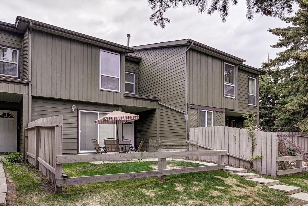 Main Photo: 420 GRIER AV NE in Calgary: Greenview House for sale