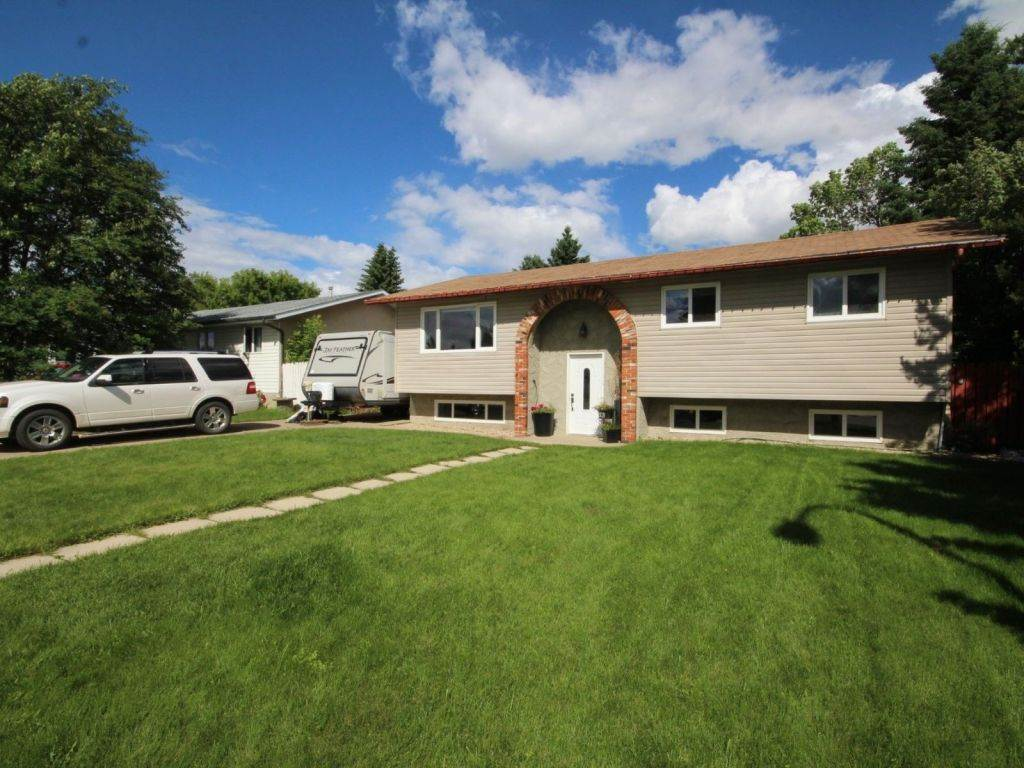 Main Photo: 5109 44 Street: Beaumont House for sale : MLS(r) # E4071096