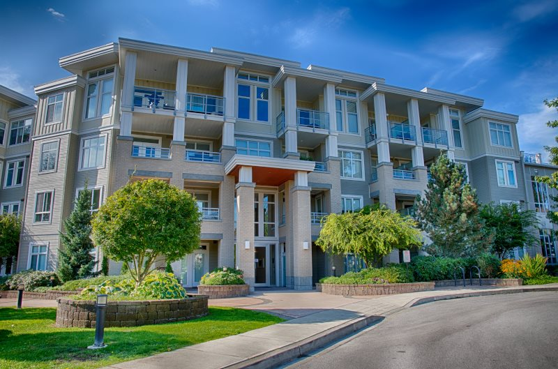 Main Photo: 413 15428 31ST Avenue in Surrey: Grandview Surrey Condo for sale (South Surrey White Rock)  : MLS® # R2206638