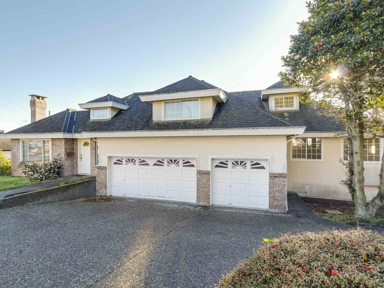 "Main Photo: 15518 BUENA VISTA Avenue: White Rock House for sale in ""WHITE ROCK HILLSIDE"" (South Surrey White Rock)  : MLS®# R2208553"