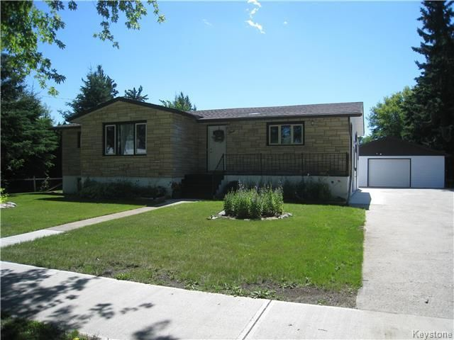 Main Photo: 3 Maple Avenue in Dauphin: Southwest Residential for sale (R30 - Dauphin and Area)  : MLS®# 1725341