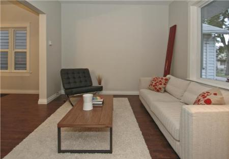 Photo 2: Photos: 554 BEVERLEY ST in Winnipeg: Residential for sale (West End)  : MLS® # 1014472