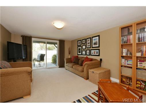Photo 10: 20 4391 Torquay Drive in VICTORIA: SE Gordon Head Townhouse for sale (Saanich East)  : MLS® # 368012