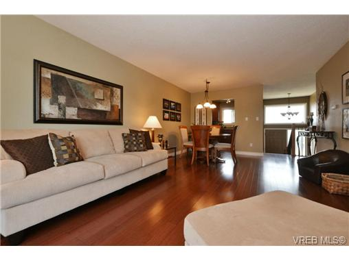 Photo 3: 20 4391 Torquay Drive in VICTORIA: SE Gordon Head Townhouse for sale (Saanich East)  : MLS® # 368012