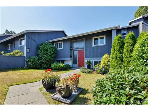 Main Photo: 20 4391 Torquay Drive in VICTORIA: SE Gordon Head Townhouse for sale (Saanich East)  : MLS® # 368012