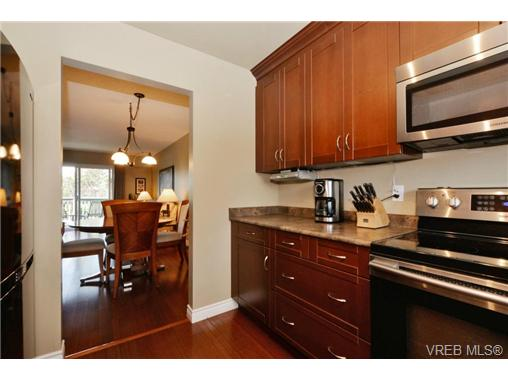 Photo 6: 20 4391 Torquay Drive in VICTORIA: SE Gordon Head Townhouse for sale (Saanich East)  : MLS® # 368012