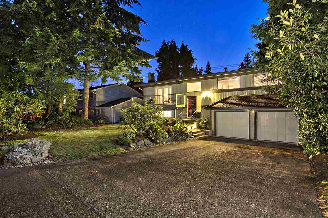 "Main Photo: 2962 PINNACLE Street in Coquitlam: Ranch Park House for sale in ""RANCH PARK"" : MLS®# R2123844"