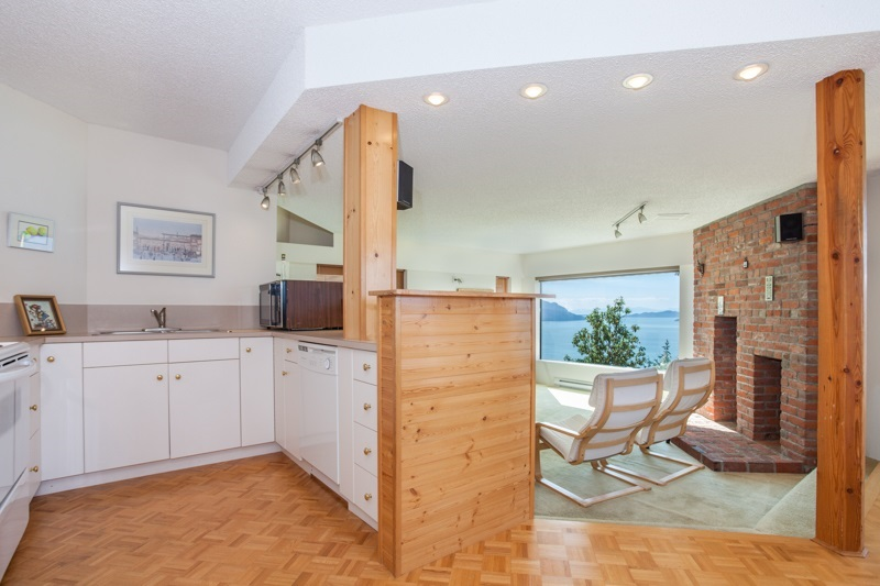 Photo 18: 150 MOUNTAIN Drive: Lions Bay House for sale (West Vancouver)  : MLS(r) # R2133670