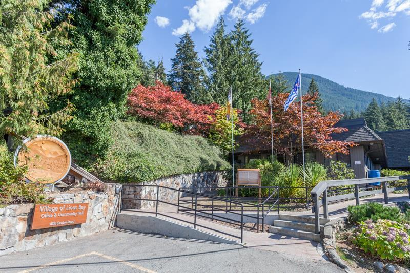 Photo 2: 150 MOUNTAIN Drive: Lions Bay House for sale (West Vancouver)  : MLS(r) # R2133670