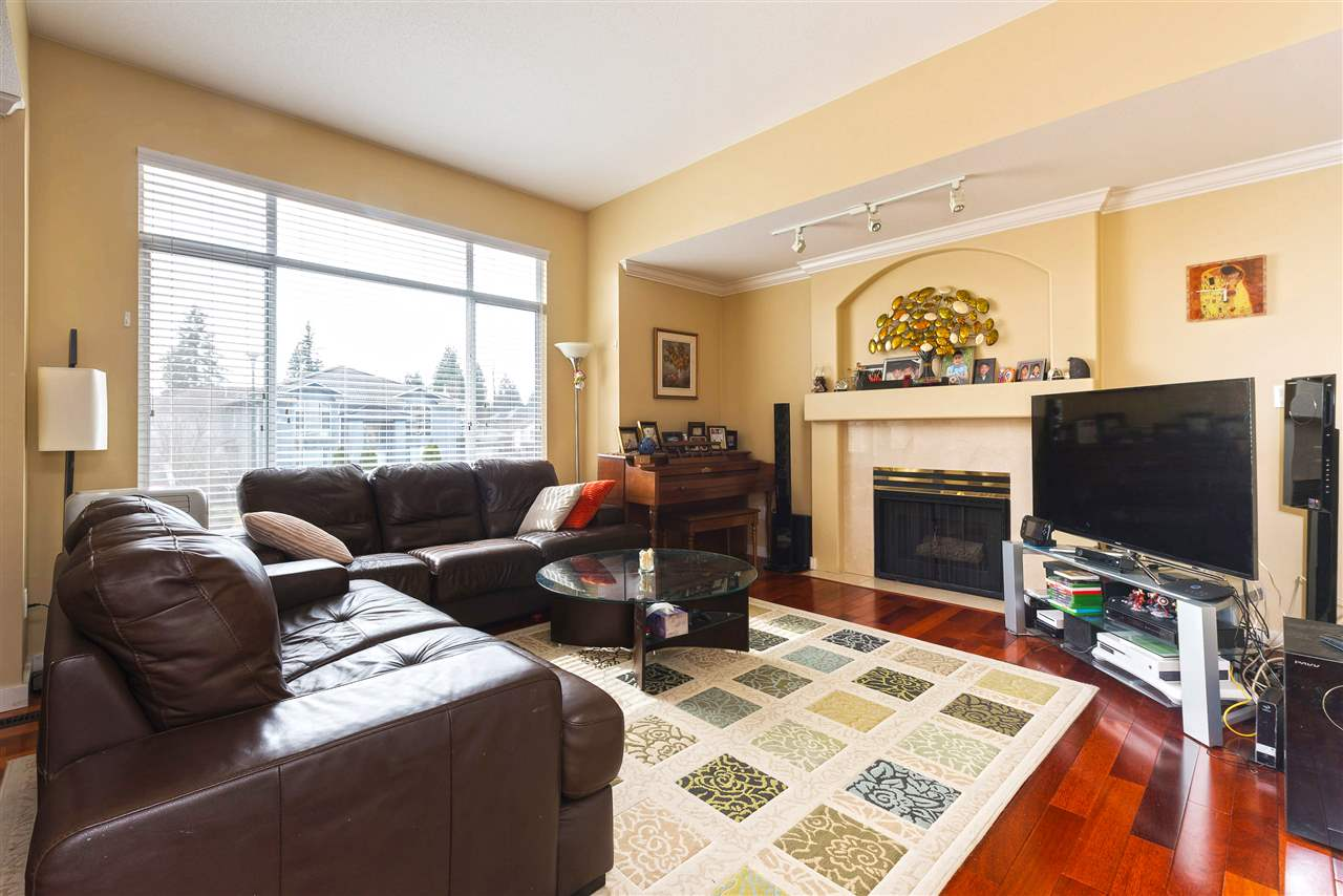 Photo 2: 3313 RAKANNA Place in Coquitlam: Hockaday House for sale : MLS(r) # R2147464