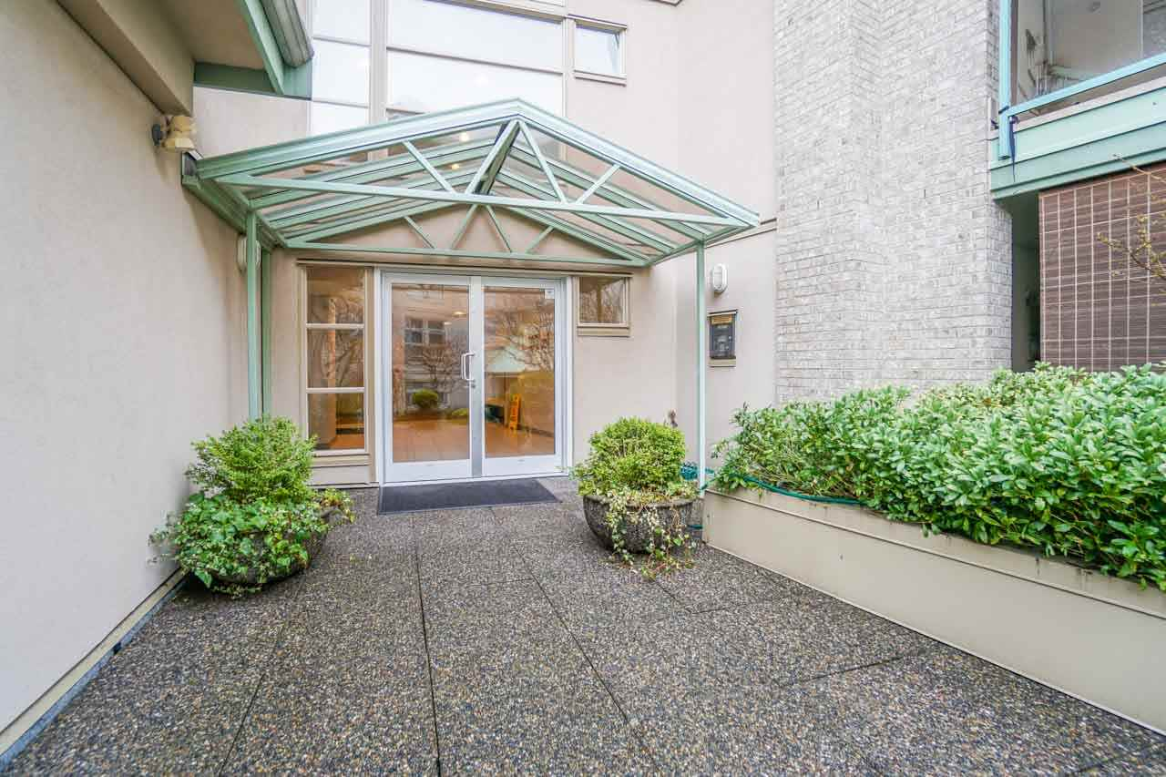 "Photo 18: 210A 301 MAUDE Road in Port Moody: North Shore Pt Moody Condo for sale in ""HERITAGE GRAND"" : MLS(r) # R2148075"