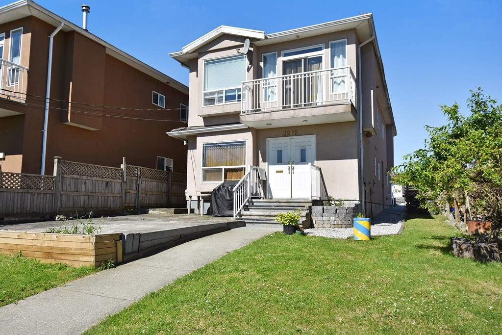 Main Photo: 3267 DOUGLAS Road in Burnaby: Central BN House 1/2 Duplex for sale (Burnaby North)  : MLS(r) # R2181467