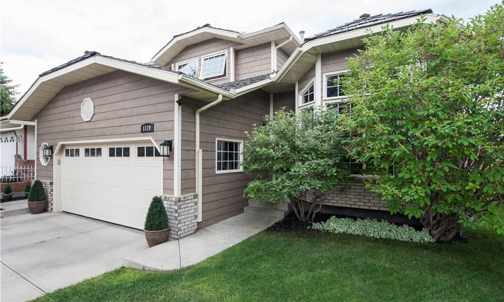 Main Photo: 1119 SUNVISTA Road SE in Calgary: Sundance House for sale : MLS® # C4129627
