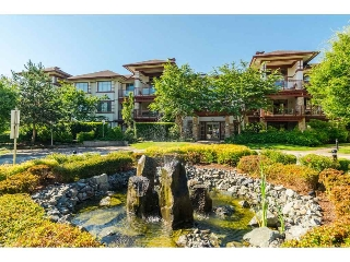 "Main Photo: 108 16421 64 Avenue in Surrey: Cloverdale BC Condo for sale in ""St. Andrews"" (Cloverdale)  : MLS® # R2190920"