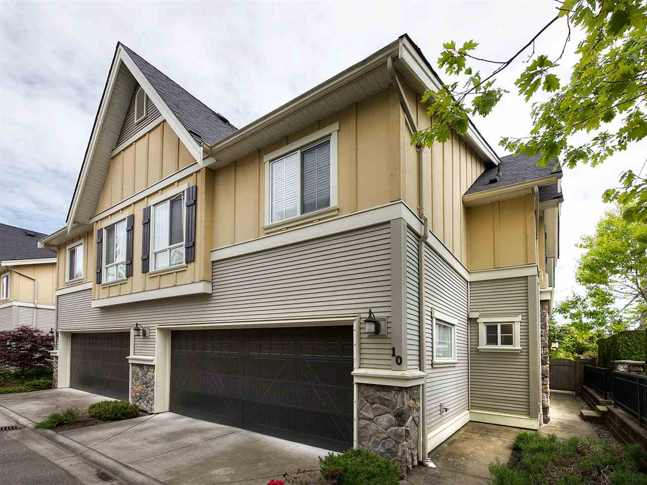 "Main Photo: 10 7171 STEVESTON Highway in Richmond: Broadmoor Townhouse for sale in ""CASSIS"" : MLS® # R2204503"