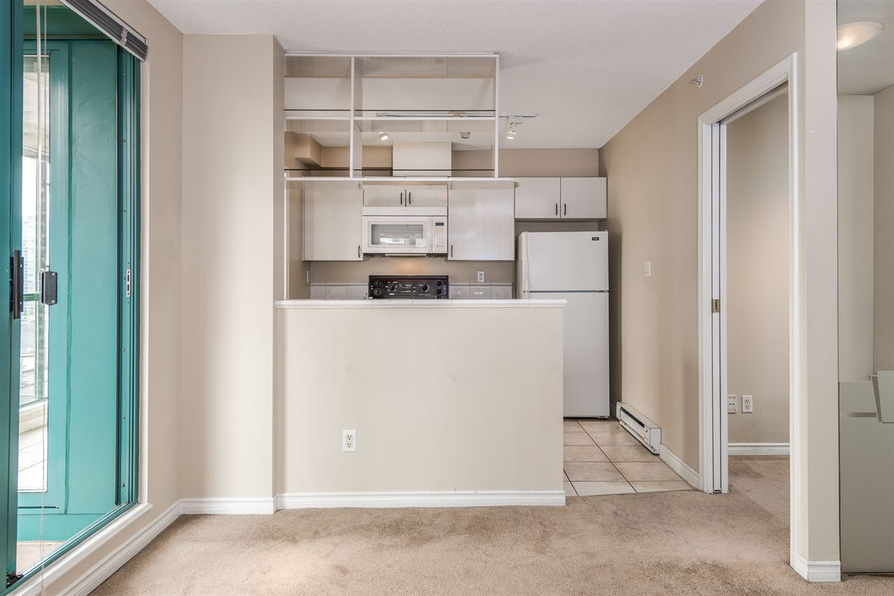 "Photo 7: 1204 939 HOMER Street in Vancouver: Yaletown Condo for sale in ""THE PINNACLE"" (Vancouver West)  : MLS® # R2204695"
