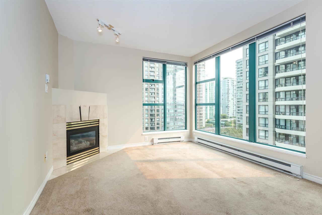 "Photo 4: 1204 939 HOMER Street in Vancouver: Yaletown Condo for sale in ""THE PINNACLE"" (Vancouver West)  : MLS® # R2204695"