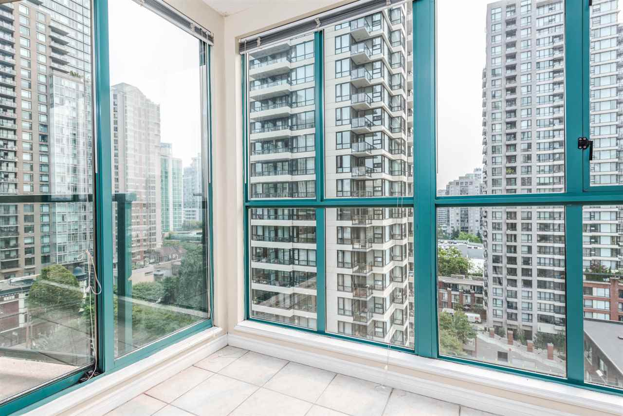 "Photo 11: 1204 939 HOMER Street in Vancouver: Yaletown Condo for sale in ""THE PINNACLE"" (Vancouver West)  : MLS® # R2204695"