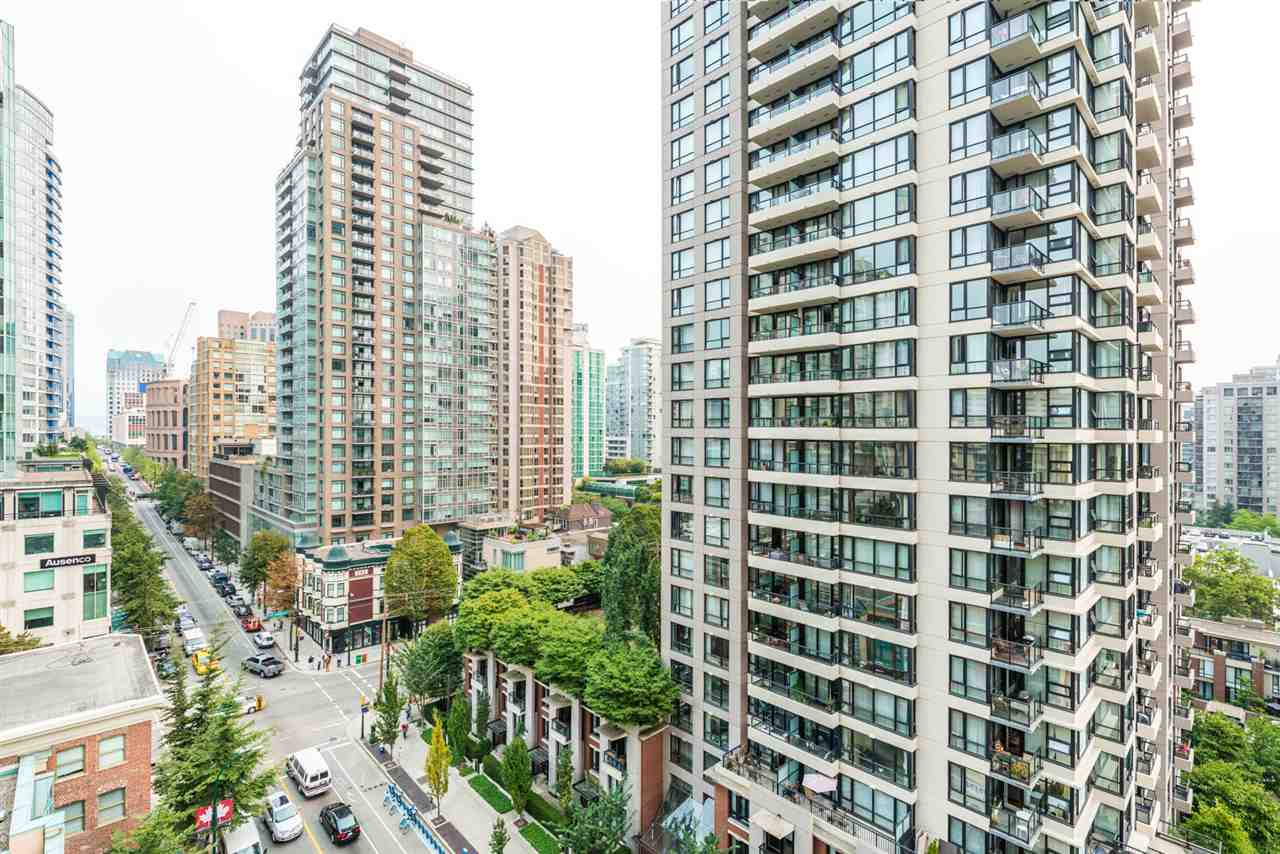"Photo 6: 1204 939 HOMER Street in Vancouver: Yaletown Condo for sale in ""THE PINNACLE"" (Vancouver West)  : MLS® # R2204695"