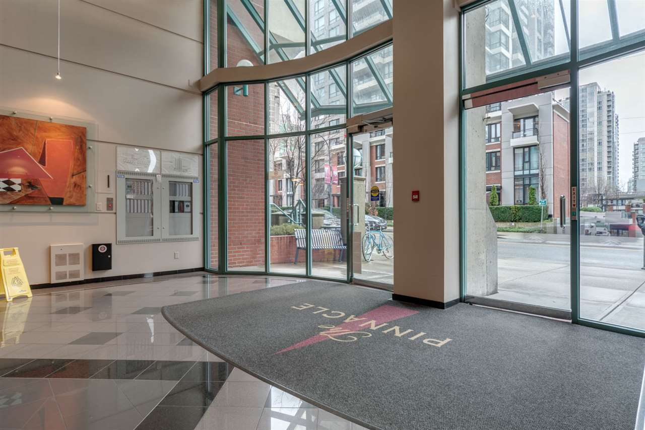 "Photo 3: 1204 939 HOMER Street in Vancouver: Yaletown Condo for sale in ""THE PINNACLE"" (Vancouver West)  : MLS® # R2204695"