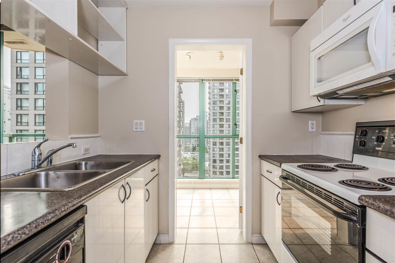 "Photo 10: 1204 939 HOMER Street in Vancouver: Yaletown Condo for sale in ""THE PINNACLE"" (Vancouver West)  : MLS® # R2204695"
