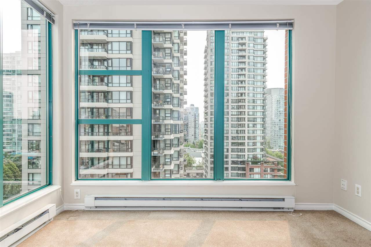 "Photo 5: 1204 939 HOMER Street in Vancouver: Yaletown Condo for sale in ""THE PINNACLE"" (Vancouver West)  : MLS® # R2204695"