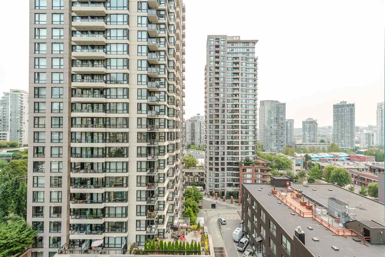 "Photo 12: 1204 939 HOMER Street in Vancouver: Yaletown Condo for sale in ""THE PINNACLE"" (Vancouver West)  : MLS® # R2204695"