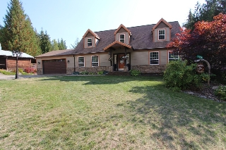 Main Photo: 7596 Mountain Drive in Anglemont: North Shuswap House for sale (Shuswap)  : MLS® # 10142790