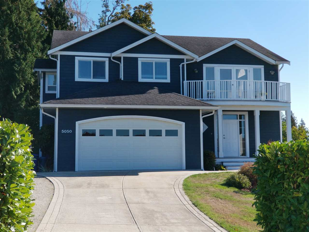 Main Photo: 5050 BAY Road in Sechelt: Sechelt District House for sale (Sunshine Coast)  : MLS® # R2211781