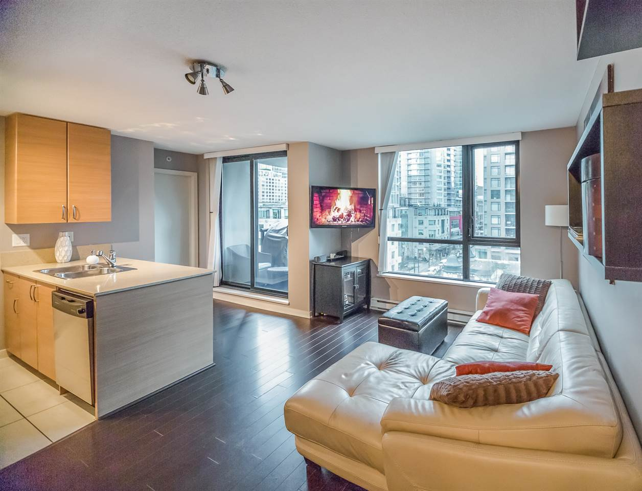 "Main Photo: 904 928 HOMER Street in Vancouver: Yaletown Condo for sale in ""YALETOWN"" (Vancouver West)  : MLS® # R2217215"