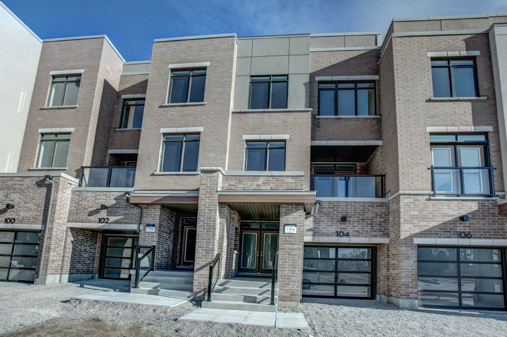 Main Photo: 104 Glenngarry Crescent in Vaughan: Patterson Freehold for sale