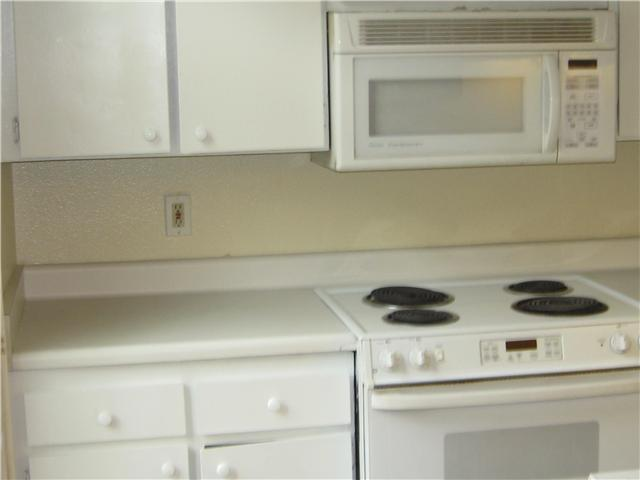 Photo 2: SAN DIEGO Condo for sale : 1 bedrooms : 4871 Collwood #B