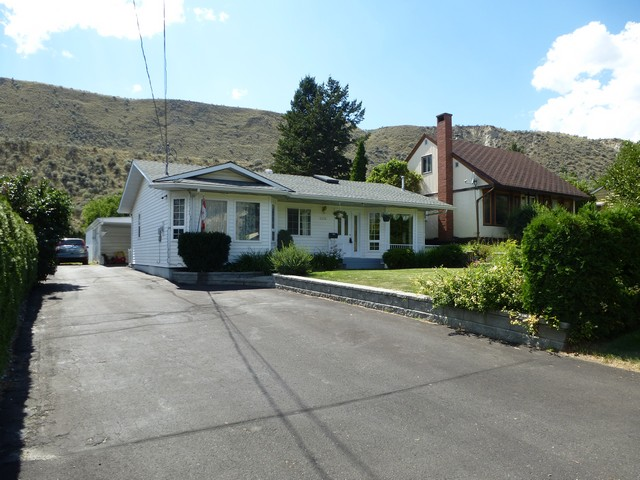 Main Photo: 2279 Valleyview Drive in Kamloops: House for sale : MLS®# 114092