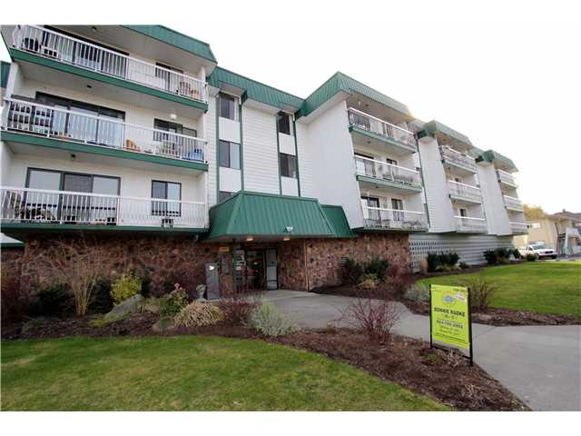 Main Photo: 303 46374 MARGARET Avenue in Chilliwack: Chilliwack E Young-Yale Condo for sale : MLS®# H1401032