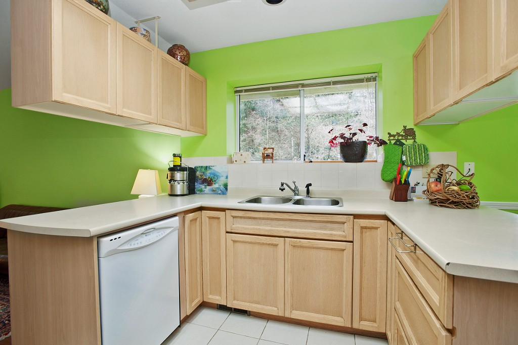 "Photo 3: 15 3634 GARIBALDI Drive in North Vancouver: Roche Point Townhouse for sale in ""BROOKSIDE"" : MLS(r) # V1106643"