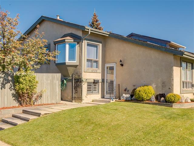 Main Photo: 6704 26 Avenue NE in Calgary: Pineridge House for sale : MLS® # C4033205