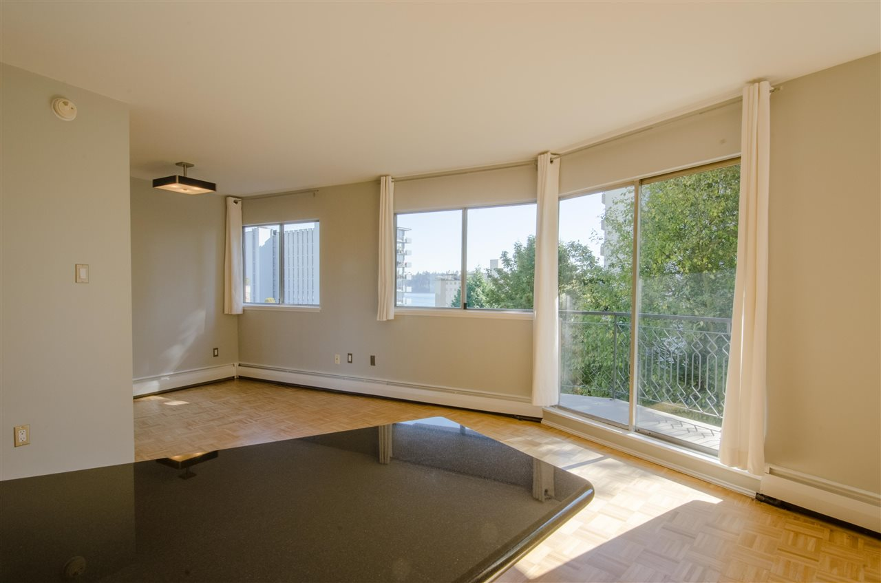 "Photo 8: Photos: 303 1930 MARINE Drive in West Vancouver: Ambleside Condo for sale in ""Park Marine"" : MLS® # R2112898"