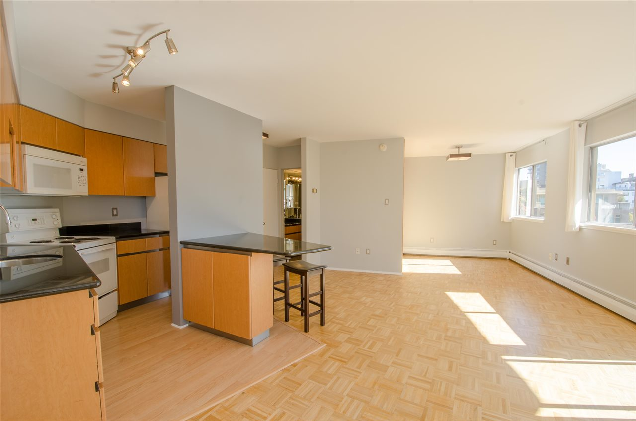 "Photo 4: Photos: 303 1930 MARINE Drive in West Vancouver: Ambleside Condo for sale in ""Park Marine"" : MLS® # R2112898"